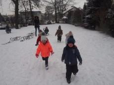 3-latki grupa Kangurki - Zabawy na śniegu