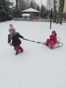 4-latki grupa Pandy - Zabawy na śniegu