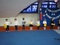 grupa Kangurki - I dziewczynki i chłopaki to dziś dumne przedszkolaki - pasowanie na przedszkolaka