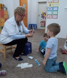 grupa Misie - Niech każdy nam wierzy o higienę i zdrowie dbamy jak należy - spotkanie z pielęgniarką
