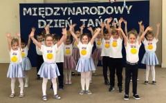 grupa Sówki i Jeżyki - Międzynarodowy Dzień Tańca