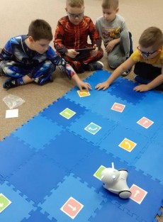 grupa Wiewiórki - Kodowanie na dywanie - Zabawy z Photonem