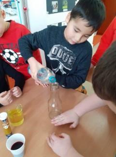 grupa Wiewiórki - Mali Badacze - Eksperymenty w przedszkolu