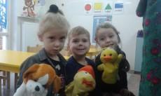 Misie, Pingwinki i Kangurki OGLĄDAJĄ SCENKĘ TEATRALNĄ - KOSZYCZEK MRUCZKA